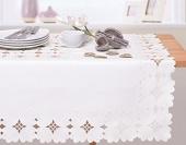 DecoKing – Obrus haftowany w kwiaty - Biały – 150x220 cm