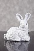 DecoKing - Zając Wielkanocny w kwiaty - Biały