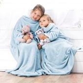 DecoKing – Koc z rękawami 90x105 cm Błękitny LAZY KIDS